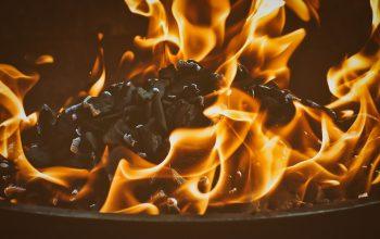 Faisons un feu pour nous abriter du froid hivernal grâce au brasero
